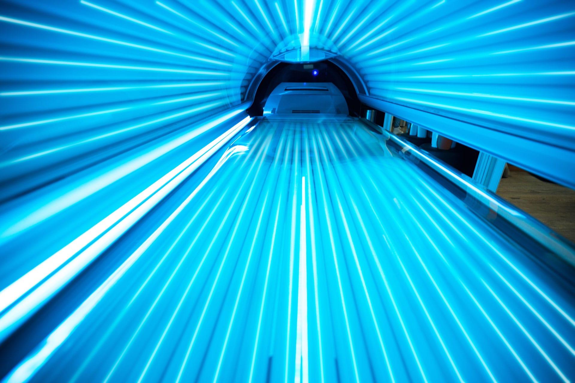 Suntan-zonnestudio-Zonnecosmetica-AdobeStock_93863244